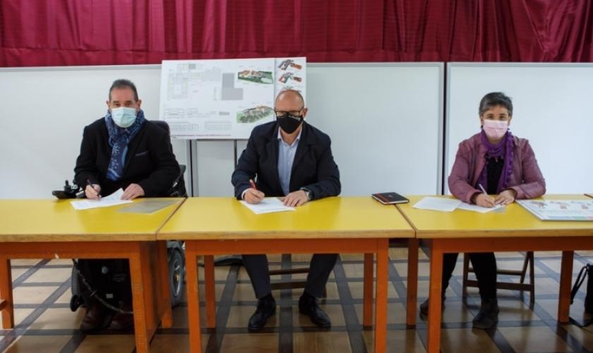 Fundación Caja Navarra colabora con la rehabilitación del CP Las Améscoas