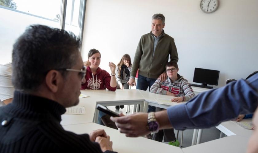 Serafín Zubiri en el taller de radio de Isterria