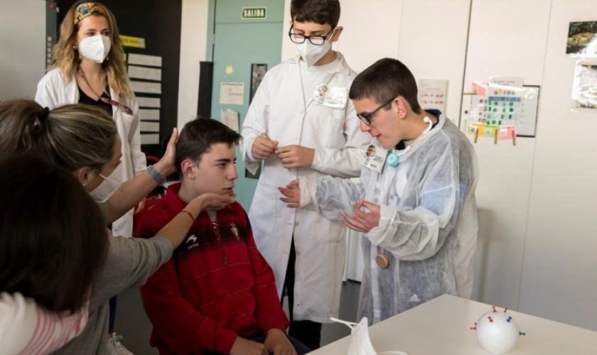 Fundación Caja Navarra y UPNA colaboran en un proyecto de desensibilización médica