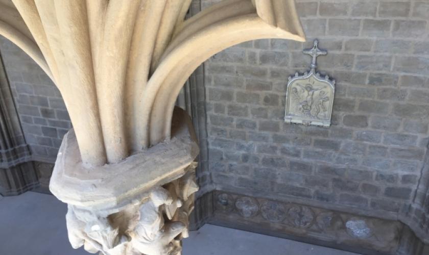 Fundación Caja Navarra comprueba el proyecto de conservación del claustro de la Catedral de Pamplona