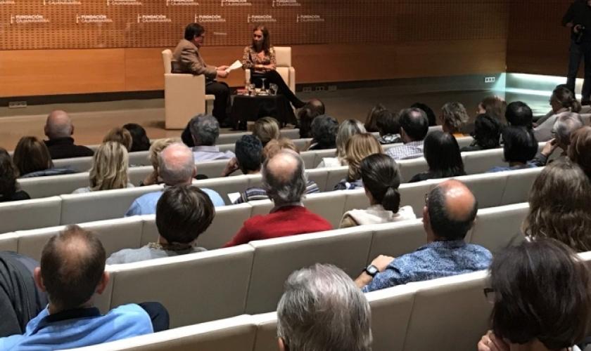 Carmen Posadas abarrota el auditorio de Civican