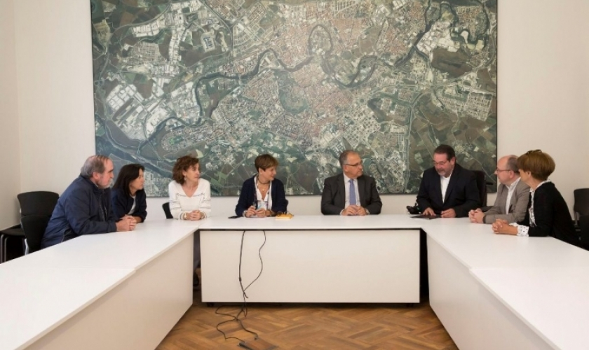 Reunión institucional en el Ayuntamiento de Pamplona
